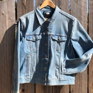Levi Strauss washed blue jean jacket WXL98%Cotton